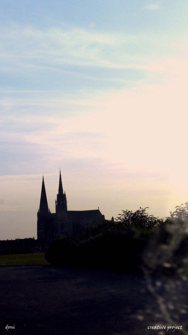 chartres al tramonto